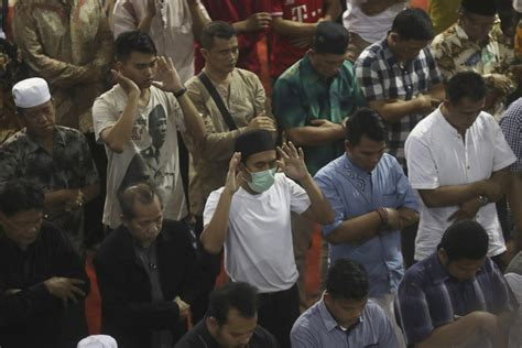 No handshakes: Viral outbreak spooks Asian places of